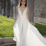 Moda sposa 2021: tailleur con pantaloni o tuta